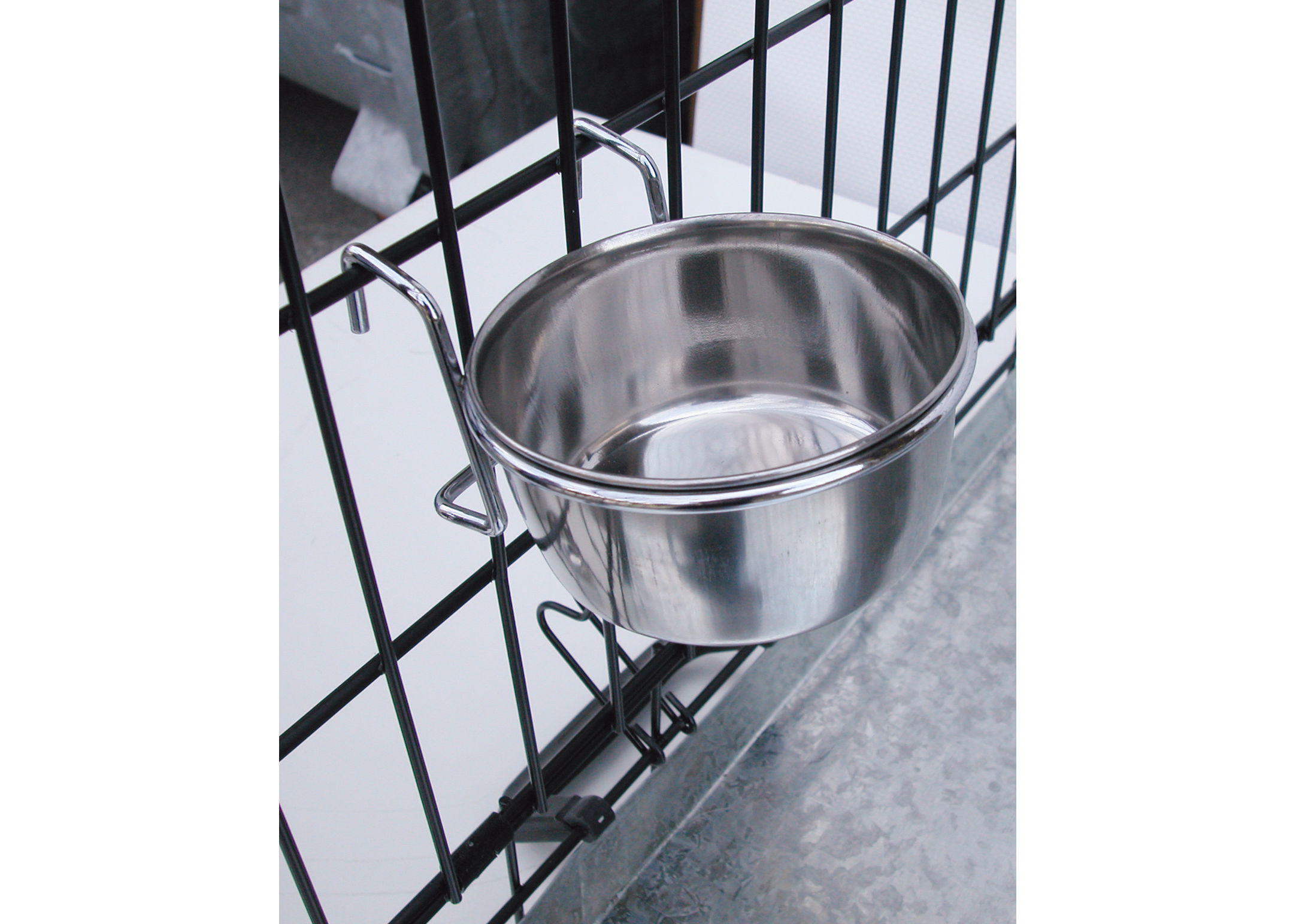 Show Tech Coop Cup with Hanger Feeding Bowl For Dogs